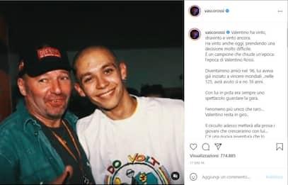 Valentino Rossi lascia la MotoGP: l'omaggio dei vip sui social. FOTO