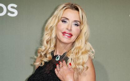 """Valeria Marini contro i no-vax Covid: """"Farei domanda alla Nasa"""""""
