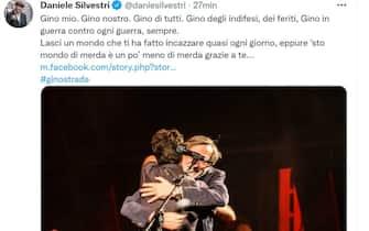 Daniele Silvestri e Gino Strada si abbracciano in una foto postata dal cantante su Twitter