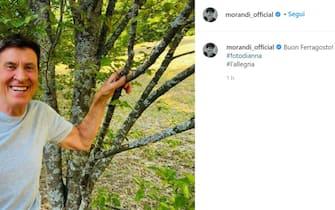 Gianni Morandi fa gli auguri di Ferragosto su Instagram