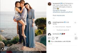 Auguri di Ferragosto da Laura Pausini e famiglia