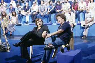 Italian actor and stand-up comedian Gianni Magni and Italian comedian Gianfranco D'Angelo chatting in the TV show La sberla. 1978  (Photo by Marcello Salustri\Mondadori via Getty Images)