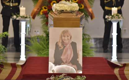 Piera Degli Esposti, funerali in Campidoglio: addio di amici e parenti