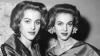 25th January 1956:  Twin dancers Alice and Ellen Kessler wearing a new hair style called 'Physalis' created by Carita and Alexandra in Paris.  (Photo by Keystone/Getty Images)