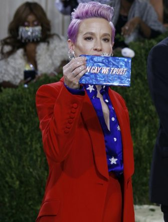 epa09466619 Megan Rapinoe poses on the red carpet for the 2021 Met Gala, the annual benefit for the Metropolitan Museum of Art's Costume Institute, in New York, New York, USA, 13 September 2021. The event coincides with the Met Costume Institute's first two-part exhibition, 'In America: A Lexicon of Fashion' which opens 18 September 2021, to be followed by 'In America: An Anthology of Fashion' which opens 05 May 2022 and both conclude 05 September 2022.  EPA/JUSTIN LANE