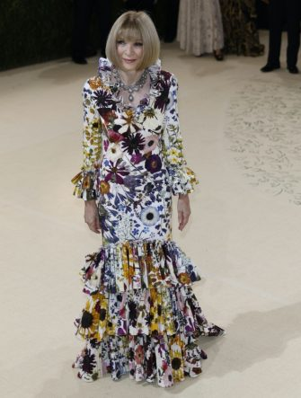 epa09466429 Anna Wintour poses on the red carpet for the 2021 Met Gala, the annual benefit for the Metropolitian Museum of Art's Costume Institute, in New York, New York, USA, 13 September 2021. The event coincides with the Met Costume Institute's first two-part exhibition, 'In America: A Lexicon of Fashion' which opens 18 September 2021, to be followed by 'In America: An Anthology of Fashion' which opens 05 May 2022 and both conclude 05 September 2022.  EPA/JUSTIN LANE