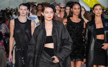 Milano Fashion Week 2021, Gigi Hadid torna in passerella. FOTO