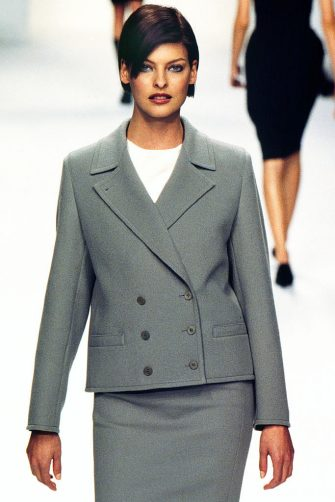 PARIS, FRANCE - MARCH: Linda Evangelista walks the runway at the Calvin Klein Ready to Wear Fall/Winter 1995-1996 fashion show during the Paris Fashion Week in March, 1995 in Paris, France. (Photo by Victor VIRGILE/Gamma-Rapho via Getty Images)