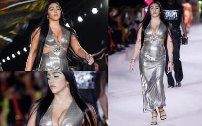Lourdes Leon sfila per Versace alla Milano Fashion Week 2021. FOTO