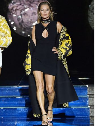 MILAN, ITALY - SEPTEMBER 26: Kate Moss walks the runway at the Versace special event during the Milan Fashion Week - Spring / Summer 2022 on September 26, 2021 in Milan, Italy. (Photo by Daniele Venturelli/Daniele Venturelli / Getty Images )