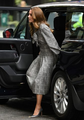 LONDON, ENGLAND - OCTOBER 05: Catherine, Duchess of Cambridge visits University College of London to meet with leading researchers to discuss new holistic studies into the early years on October 05, 2021 in London, England. (Photo by Karwai Tang/WireImage)