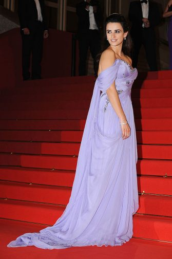 CANNES, FRANCE - MAY 19:  Actress Penelope Cruz departs the Broken Embraces Premiere held at the Palais Des Festivals during the 62nd International Cannes Film Festival on May 19, 2009 in Cannes, France.  (Photo by Pascal Le Segretain/Getty Images)