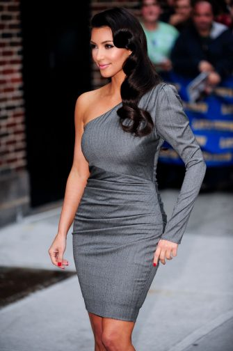 """NEW YORK - OCTOBER 01:  Television personality Kim Kardashian visits the """"Late Show With David Letterman"""" at the Ed Sullivan Theater on October 1, 2009 in New York City.  (Photo by Ray Tamarra/Getty Images)"""