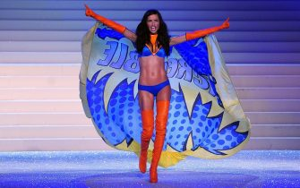 epa02997927 Brazilian model Adriana Lima takes to the catwalk during the 2011 Victoria's Secret Fashion Show in New York City, New York, USA, 09 November 2011.  EPA/ANDREW GOMBERT