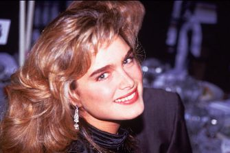 Headshot of American actor Brooke Shields smiling at the American Film Institute Gala, Washington, D.C., 1989. (Photo by Ron Sachs/CNP/Getty Images)
