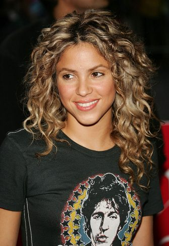 """NEW YORK - JUNE 8:  Singer Shakira arrives at Virgin Megastore Times Square to promote her new CD """"Fijacion Oral"""" on June 8, 2005 in New York City. (Photo by Evan Agostini/Getty Images)"""