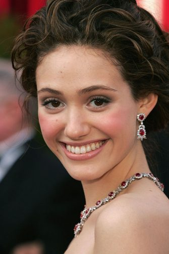 HOLLYWOOD, CA - FEBRUARY 27:   Actress Emmy Rossum arrives at the 77th Annual Academy Awards at the Kodak Theater on February 27, 2005 in Hollywood, California. (Photo by Carlo Allegri/Getty Images)