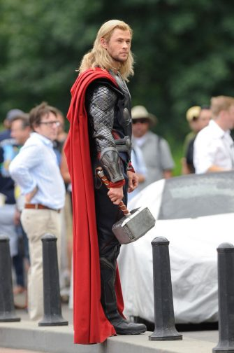"NEW YORK, NY - SEPTEMBER 02:  Actor Chris Hemsworth films a scene at ""The Avengers"" movie set in Central Park on September 2, 2011 in New York City.  (Photo by Ray Tamarra/Getty Images)"