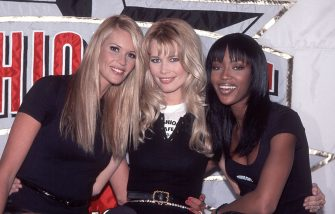 The Three Supermodels behind the Fashion Cafe, Elle McPherson, Claudia Schiffer, and Naomi Campbell at the grand opening of the theme restaurant in Rockefeller Center, New York, New York, April 7, 1995. (Photo by Allan Tannenbaum/Getty Images)