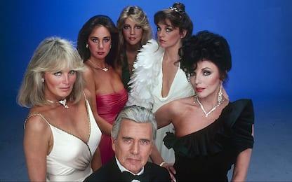 Dynasty, tutti i look del cast della serie tv che compie 40 anni. FOTO