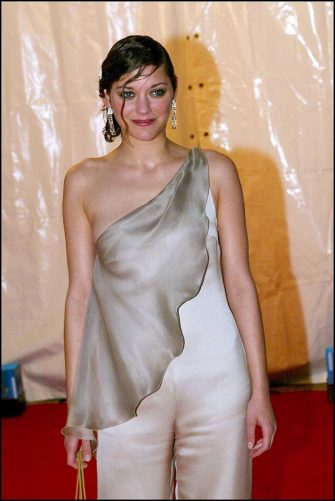 FRANCE - MAY 21:  55th Cannes film festival: Georgio Armani's party In Cannes, France On May 21, 2002-Marion Cotillard (dress Armani and jewels in diamonds).  (Photo by Pool BENAINOUS/DUCLOS/Gamma-Rapho via Getty Images)