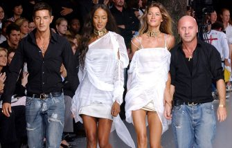 MILAN, ITALY - SEPTEMBER 29:  Italian designer Stefano Gabbana, (From L) model Naomi Cambell, Brazilian model Gisele Bundchen, Italian designer Domenico Dolce acknowledges the applause at the end of the Dolce & Gabbana collection for 2003 Spring/Summer women's collection September 29, 2002 in Milan, Italy.  (Photo by Franco Origlia/Getty Images)