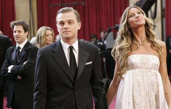 HOLLYWOOD, UNITED STATES:  US actor Leonardo Di Caprio and his girlfriend Brazilian model Gisele Bundchen arrive at the 77th Academy Awards at the Kodak Theater in Hollywood 27 February 2005.     AFP PHOTO/Gerard BURKHART  (Photo credit should read GERARD BURKHART/AFP via Getty Images)
