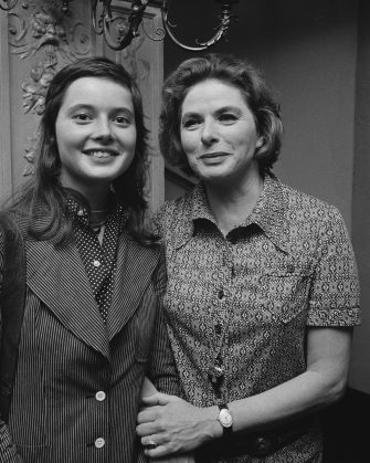 Swedish actress Ingrid Bergman (1915 - 1982) with her daughter, actress Isabella Rossellini, UK, 1971.   (Photo by Evening Standard/Hulton Archive/Getty Images)
