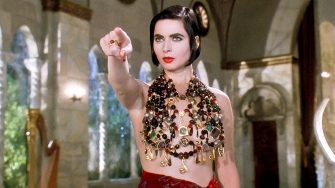 USA. Isabella Rossellini   in a scene from the ©Universal Pictures movie:  Death Becomes Her (1992).Plot: When a woman learns of an immortality treatment, she sees it as a way to outdo her long-time rival. Director: Robert Zemeckis Ref: LMK110-J6630-020720Supplied by LMKMEDIA. Editorial Only.Landmark Media is not the copyright owner of these Film or TV stills but provides a service only for recognised Media outlets. pictures@lmkmedia.com