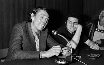 "French director Claude Lelouch (R) and actor Jacques Brel gives a press conference for the film ""L'aventure, c'est l'aventure"" during the 25th Cannes International Film Festival in May 1972. (Photo by - / AFP)        (Photo credit should read -/AFP via Getty Images)"
