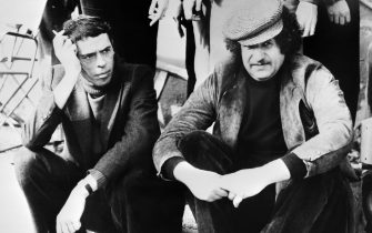 "A photo taken on January 28, 1976 shows singers and actors Jacques Brel (L) and Mort Shuman on the set of  ""Brel is alive and well and living in Paris"" directed by Denis Heroux.  AFP PHOTO         (Photo credit should read ARCHIVE/AFP/GettyImages)"