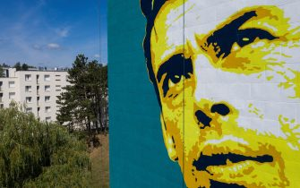 A photo taken on August 3, 2019 shows a giant mural of Belgian singer Jacques Brel on a public housing building in Vesoul, eastern France. - The giant portrait of Jacques Brel has been painted on the facade of the nine-storey building in the Montmarin district of Vesoul. A famous song of the Belgian artist is named after the city. The work by artist Pink Art Roz measures 28 meters in height and 12 meters width. (Photo by SEBASTIEN BOZON / AFP) / RESTRICTED TO EDITORIAL USE - MANDATORY MENTION OF THE ARTIST UPON PUBLICATION - TO ILLUSTRATE THE EVENT AS SPECIFIED IN THE CAPTION        (Photo credit should read SEBASTIEN BOZON/AFP via Getty Images)