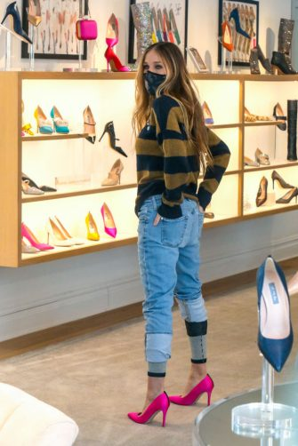 NEW YORK, NY - FEBRUARY 03: Sarah Jessica Parker is seen at the 'SJP By Sarah Jessica Parker' store in Downtown, Manhattan on February 03, 2021 in New York City.  (Photo by Jose Perez/Bauer-Griffin/GC Images)