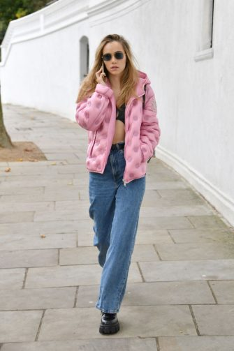 LONDON, ENGLAND - OCTOBER 15: Suki Waterhouse seen walking with her phone on October 15, 2020 in London, England. (Photo by Mark Boland/Getty Images)