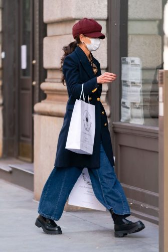 NEW YORK, NEW YORK - JANUARY 25: Katie Holmes is seen in SoHo on January 25, 2021 in New York City. (Photo by Gotham/GC Images)