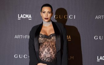 epa05016220 US celebrity Kim Kardashian West arrives for the Los Angeles County Museum of Art (LACMA) Art+Film Gala in Los Angeles, California, USA, 07 November 2015. The fifth annual event honored Mexican film director Alejandro Gonzalez Inarritu and US artist James Turrell.  EPA/EUGENE GARCIA