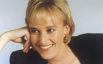 """Amy Clare Seccombe interpreta Lady Diana in """"Diana - La principessa del popolo"""" del 1998"""