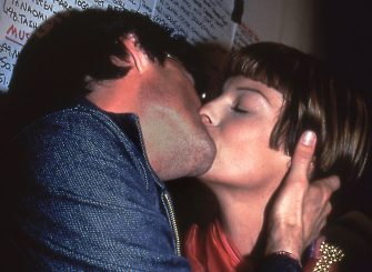 Actor Kyle Maclachlan kisses model Linda Evangelista, New York, New York, 1993. (Photo by Rose Hartman/Getty Images)