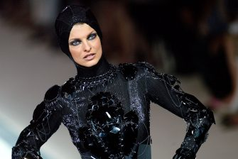 Canadian model Linda Evangelista presents a creation for Jean-Paul Gaultier 09 July 2003 during the autumn-winter 2003/04 haute couture collections in Paris.        (Photo credit should read PIERRE VERDY/AFP via Getty Images)