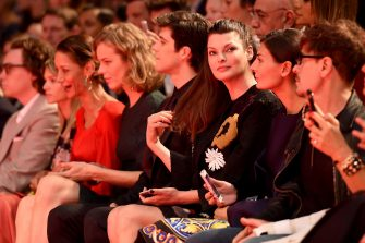 MILAN, ITALY - SEPTEMBER 21:  Roberto Bolle, Linda Evangelista and Giovanna Battaglia attend the Dolce & Gabbana show during the  Milan Fashion Week Womenswear Spring/Summer 2015  on September 21, 2014 in Milan, Italy.  (Photo by Venturelli/WireImage)