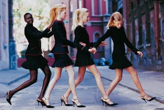 UNSPECIFIED - AUGUST 1:  Four models (from left: Alek Wek, Kirsten Owen, unknown, Tanga Moreau) crossing street, wearing tailored jackets and pleated skirts  CREDIT MUST READ: Arthur Elgort/Conde Nast via Getty Images. (Photo by Arthur Elgort/Conde Nast via Getty Images)