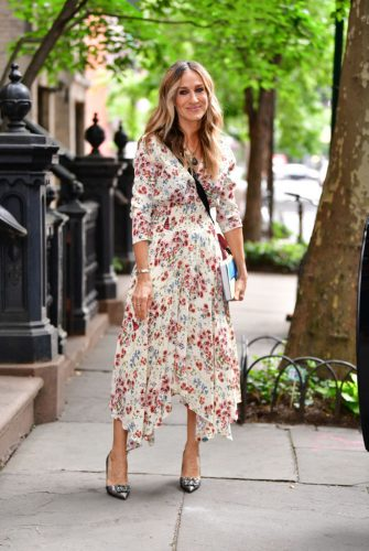 NEW YORK, NY - JUNE 13:  Sarah Jessica Parker seen on the streets of the West Village on June 13, 2018 in New York City.  (Photo by James Devaney/GC Images)