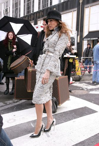"""NEW YORK - MARCH 05:  Actress Sarah Jessica Parker on location for Annie Leibowitz's Vogue """"Sex and the City"""" photo shoot March 5, 2008 in New York City.  (Photo by James Devaney/WireImage)"""