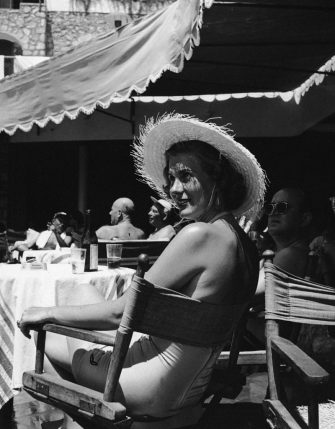 Miss Utler Gisela lounges by the pool at La Canzone del Mare (Song of the Sea), a restaurant owned by singer Gracie Fields on the island of Capri, 11th August 1952. (Photo by Keystone Features/Hulton Archive/Getty Images)