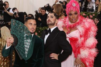 """NEW YORK, NY - MAY 06:  Char DeFrancesco, Marc Jacobs, and Lizzo attend the 2019 Met Gala celebrating """"Camp: Notes on Fashion"""" at The Metropolitan Museum of Art on May 6, 2019 in New York City.  (Photo by Taylor Hill/FilmMagic)"""