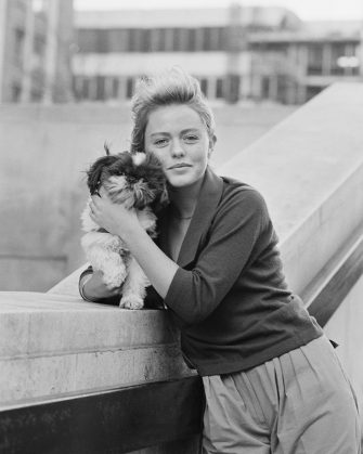English actress and singer Patsy Kensit with her dog, 15th January 1984. (Photo by R. Brigden/Express/Getty Images)