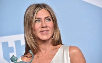 LOS ANGELES, CALIFORNIA - JANUARY 19: Jennifer Aniston, winner of Outstanding Performance by a Female Actor in a Drama Series for 'The Morning Show', poses in the press room during the 26th Annual Screen Actors Guild Awards at The Shrine Auditorium on January 19, 2020 in Los Angeles, California. 721430 (Photo by Gregg DeGuire/Getty Images for Turner)