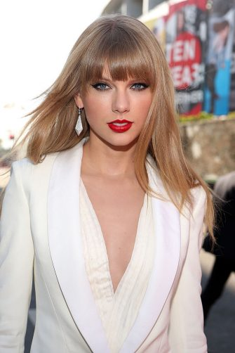 LOS ANGELES, CA - SEPTEMBER 06:  Singer Taylor Swift arrives at the 2012 MTV Video Music Awards at Staples Center on September 6, 2012 in Los Angeles, California.  (Photo by Christopher Polk/Getty Images)