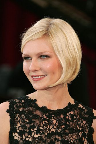 HOLLYWOOD, CA - FEBRUARY 27:  Actress Kirsten Dunst arrives at the 77th Annual Academy Awards at the Kodak Theater on February 27, 2005 in Hollywood, California. (Photo by Vince Bucci/Getty Images)