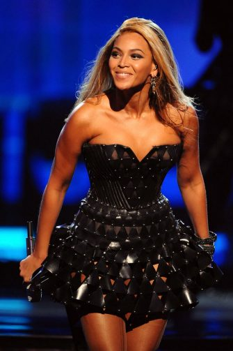 LOS ANGELES, CA - JANUARY 31:  Musician Beyonce performs onstage at the 52nd Annual GRAMMY Awards held at Staples Center on January 31, 2010 in Los Angeles, California.  (Photo by Michael Caulfield/WireImage)